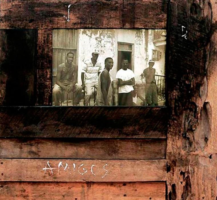 Amigos, 2004. Caja de luz. 74 x 84 x 10,5 cm